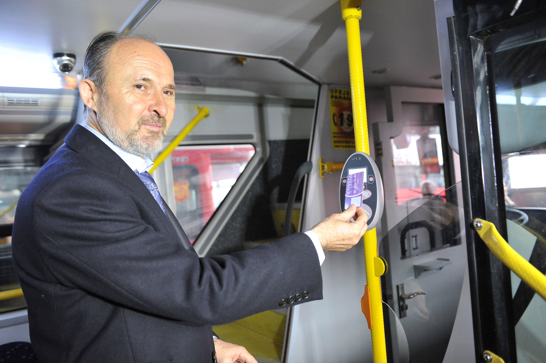 Во 200 автобуси на ЈСП систем за автоматска локација и електронска наплата