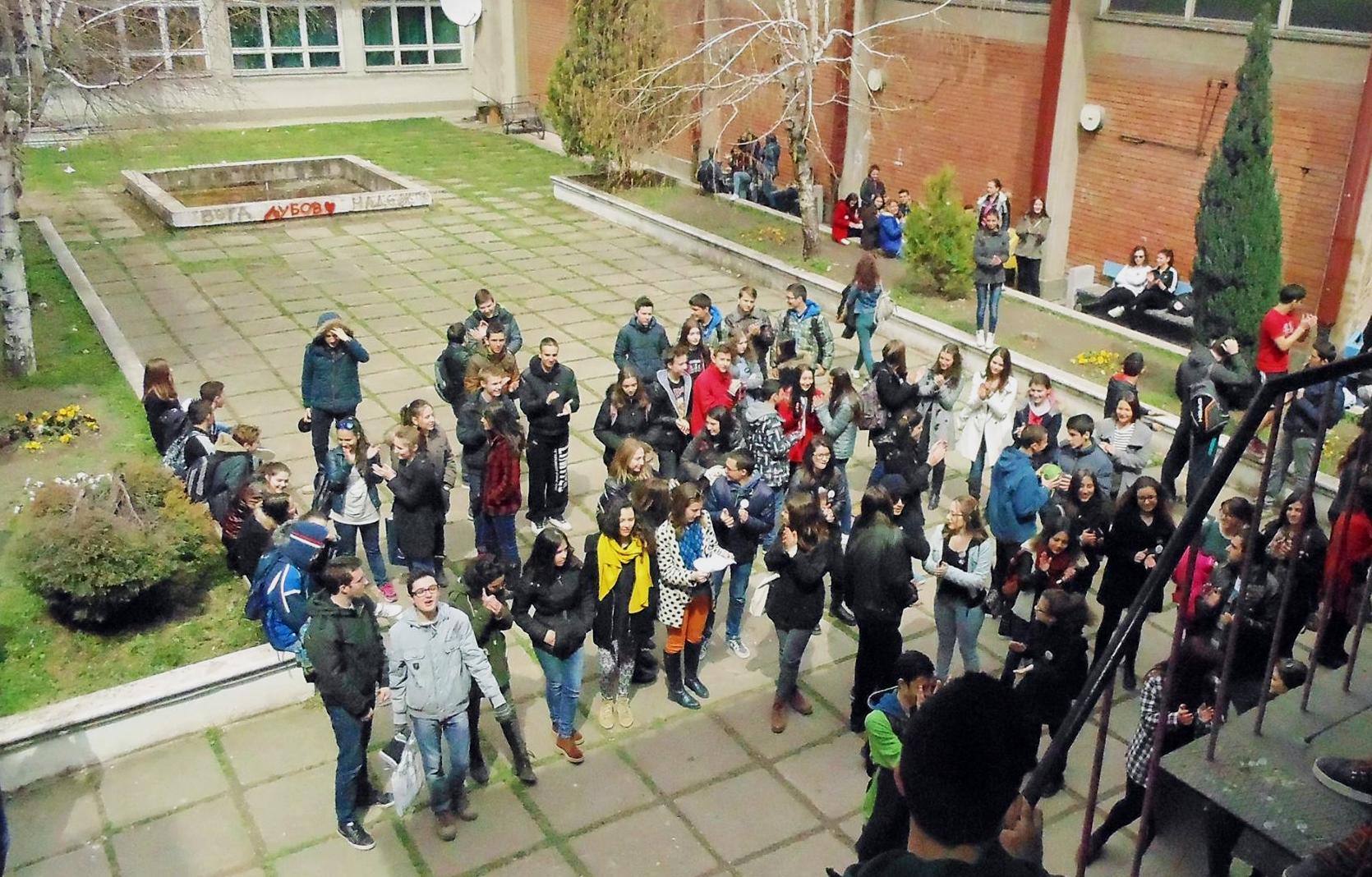 Средношколците продолжуваат да ја бојкотираат наставата