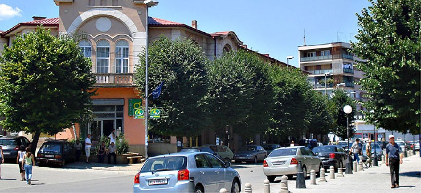 Во Куманово мирно, двете улици се уште блокирани