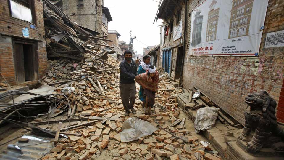 Најмалку 42 лица загинаа, а 1.117 се повредени во новиот земјотрес во Непал