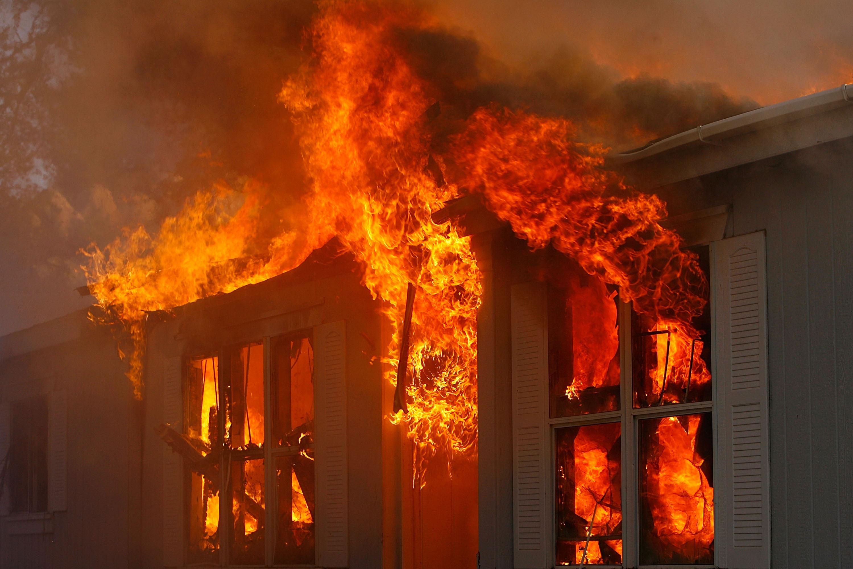 Пожар во викендичка во тетовско Волковија