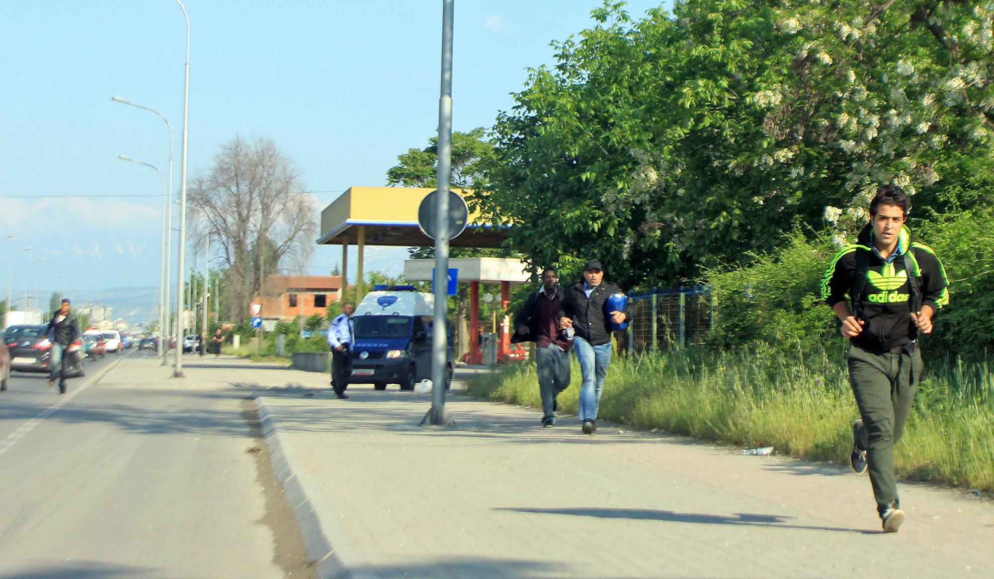 Седумнаесет мигранти пронајдени кај скопска Стаклара