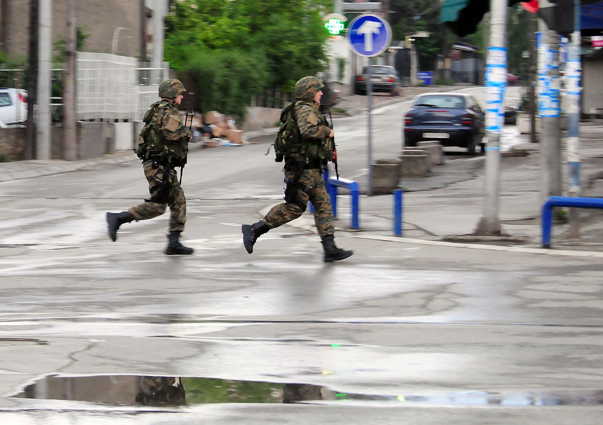 Уште двајца полицајци загинаа во судирите во Куманово: Бројката се искачи на осум
