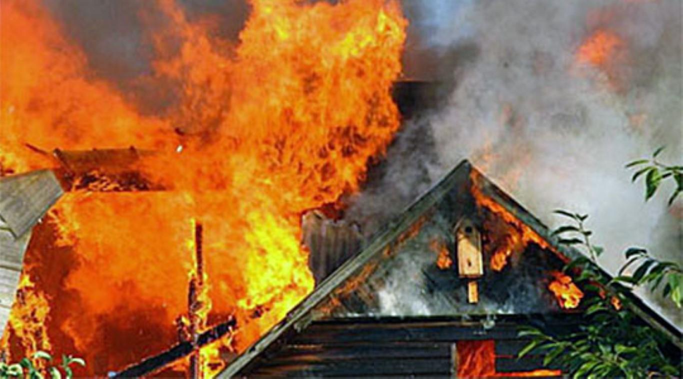 Во Радовиш изгоре куќа, тешко повреден е еден пожарникар