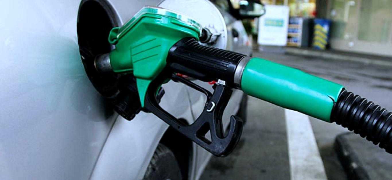 Бензините поевтинуваат за три денари, дизелот за два