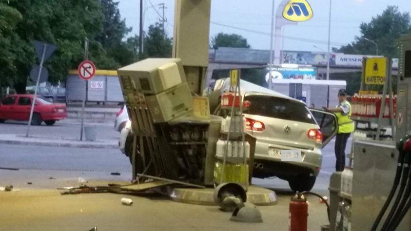 ФОТО: Скопјанец со голема брзина се забил во бензинска станица