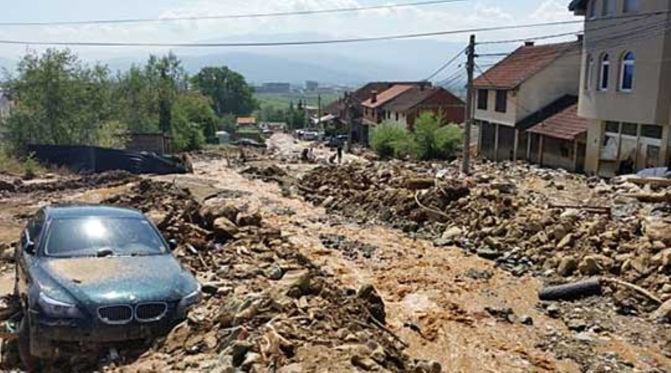 Почна хеликоптерското снимање на поплавените реони од Тетовско