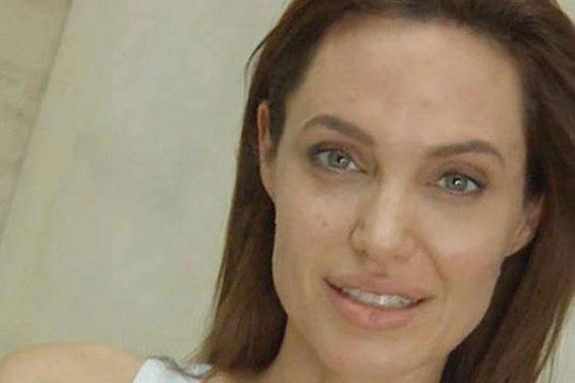 Анџелина Џоли без шминка со посебна порака до жените