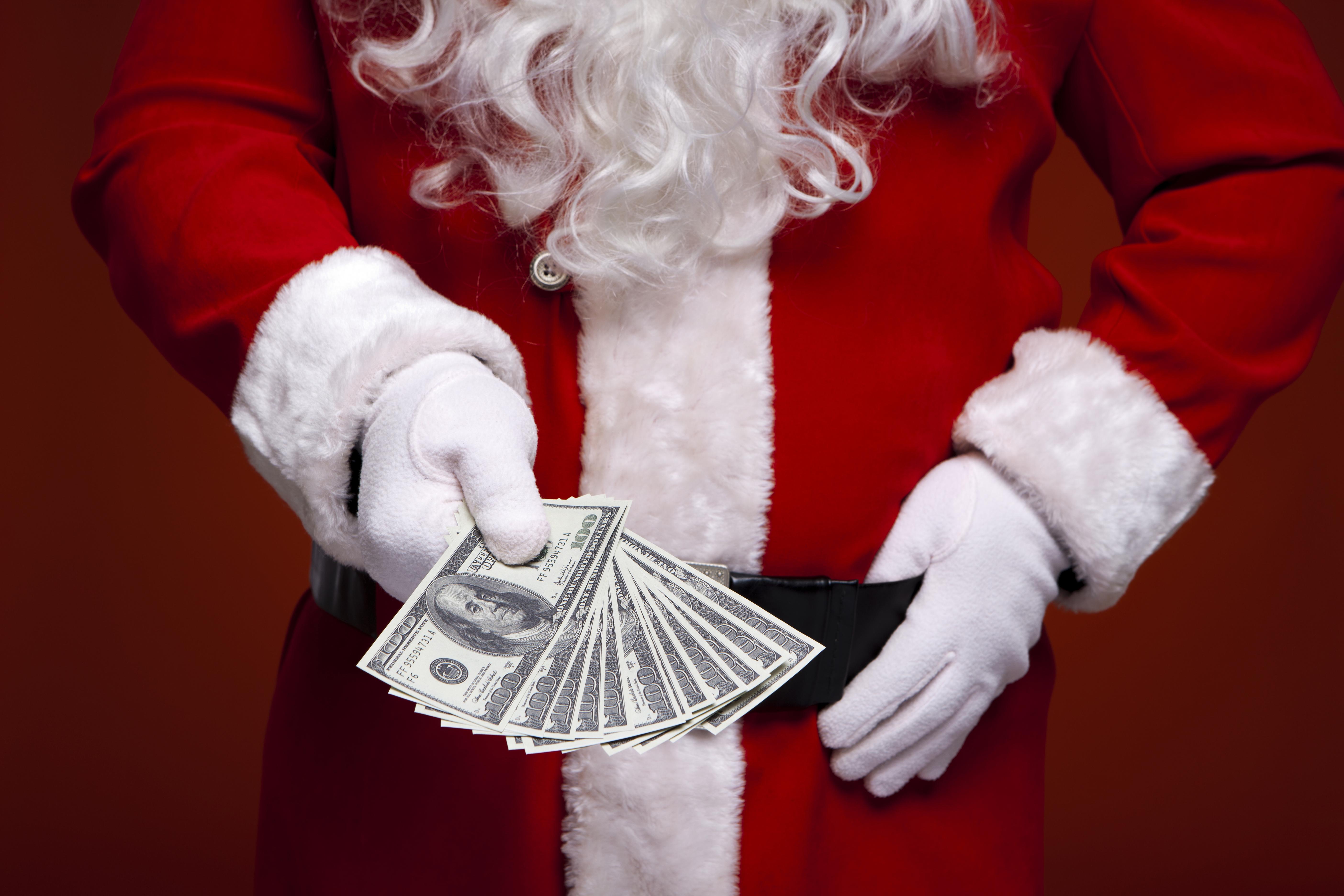 ПРАЗНИЧНО ДОБРО ДЕЛО: Анонимни лица платиле половина милион долари туѓи сметки