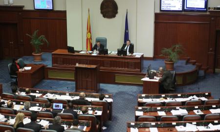 Собранието се самораспушти и ја избра новата Влада - Емил Димитриев е нов премиер