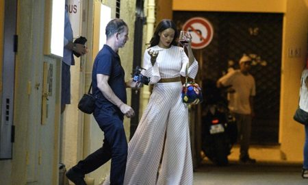 Ријана фотографирана нервозна и со вино во рака по терористичкиот напад во Ница (ФОТО)