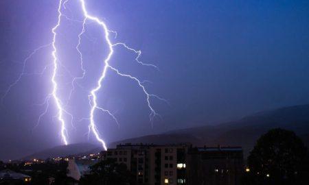 Во Скопје удриле повеќе од 800 громови (ФОТО)