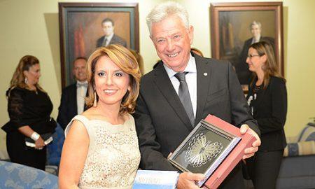 """Средба на министерката Канческа - Милевска со годинашните лауреати на """"Браќа Манаки"""""""