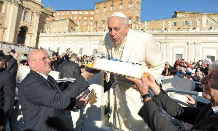 Дрвени очила од Хрватска за 80. роденден на папата Франциско