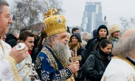 Православните верници го слават богојавление - водици