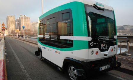 Париз воведе автобус што сообраќа без возач