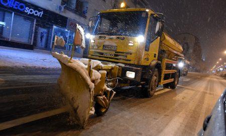Фрлени 155 тони сол на скопските улици и булевари