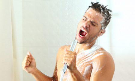 """Утринско туширање од 90 секунди ќе ве """"наполни"""" со енергија"""