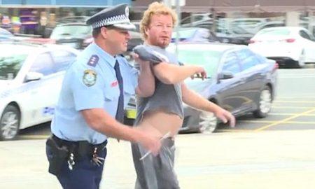 ИНТЕРНЕТ ХИТ: Полицаец интервенирал додека давал изјава во програма во живо (ВИДЕО)
