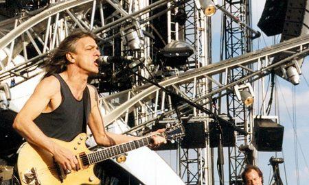 Почина Малколм Јанг, гитаристот и основач на AC/DC