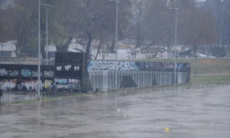 УХМР: Излевањето на Вардар во Скопје е заради градежните активности