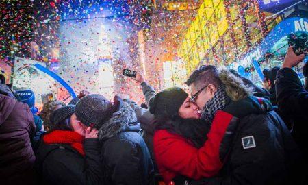 Обичаи кои луѓето ширум светот ги прават за Нова Година