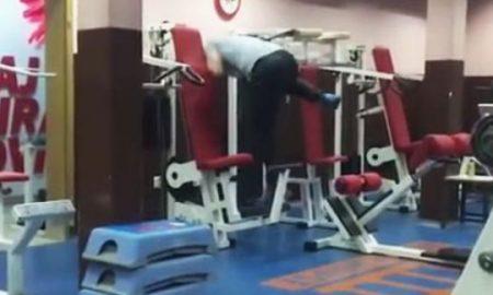 Снимка од сала за вежбање во Сараево стана хит на интернет (ВИДЕО)