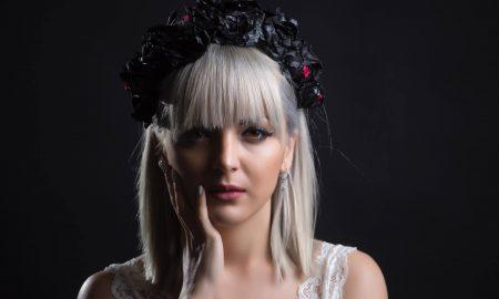 Пејачката Теа Трајковска снимаше во дневната соба на баба си (ВИДЕО)