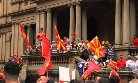 Иселениците протестираат против промена на уставното име на Македонија