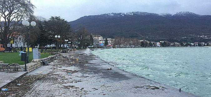 Охридското Езеро утринава мирно, оштетени само некои објекти на крајбрежјето
