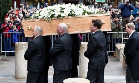 Погребан светски познатиот научник Стивен Хокинг
