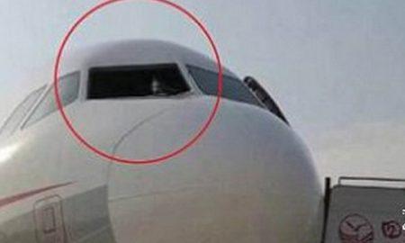 Копилот ќе излетал од авион на висина од 10.000 метри