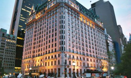 """Њујоркшкиот хотел """"Плаза"""" продаден за 600 милиони долари"""