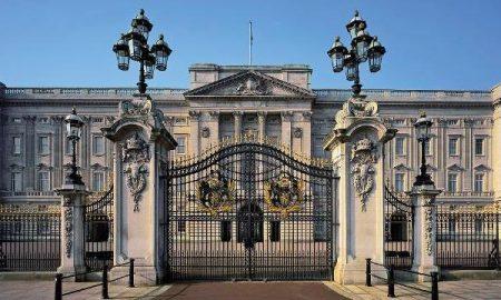 Тревога во Бакингемската палата поради приврзок за клучеви