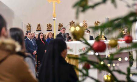 Католичките верници го слават Божиќ